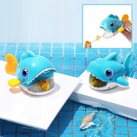 Рыбка заводная на шнурке ловит маленькую рыбку,